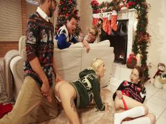 Christmas Family Sex (Angel Smalls,Kenzie Reeves)