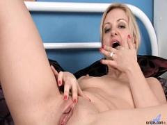 Super porno category sex_toys (211 sec). Milf reveals petite frame and fucks a dildo.